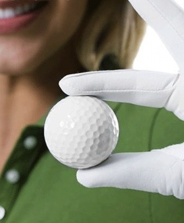 women-with-golfball