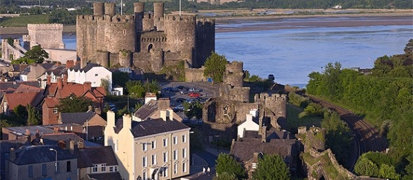 Historic North Wales: Castles And Castellated Mansions Of Snowdonia