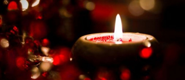 burning-christmas-candle