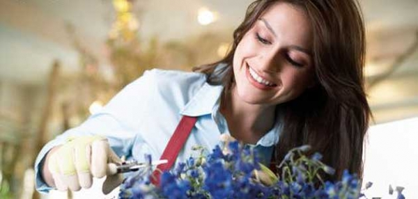 woman-florist-with-flowers